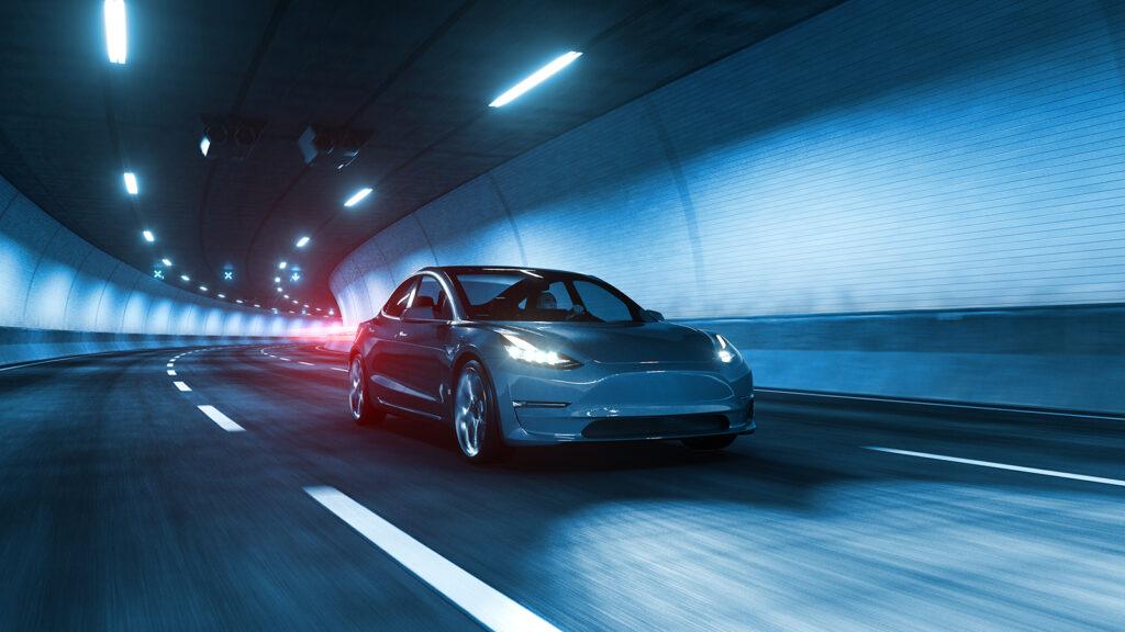 Comment les voitures électriques améliorent-elles la sécurité pour tous sur les routes ?