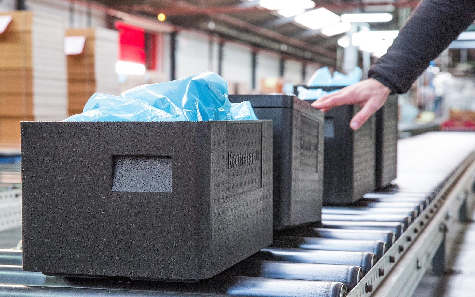 Упаковка Komebac® упрощает внутреннюю транспортную логистику и утилизацию отходов упаковки