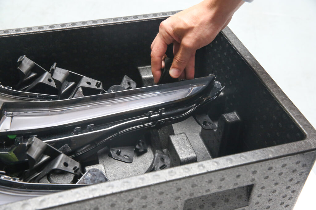 Custom plastic containers – technology, properties and applications for the automotive industry